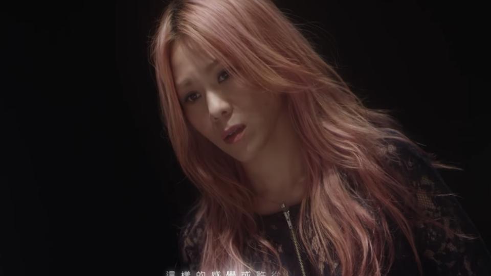 [Lyric Translation]  Tanya Chua 蔡健雅 – Falling 墜落